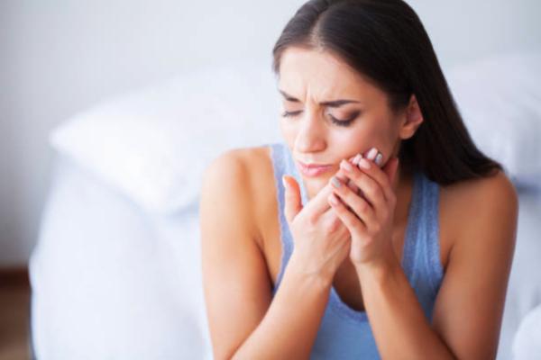 Perimplantite: quello che nessuno vi dice sugli impianti dentali
